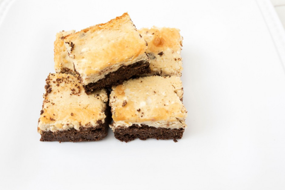 Keto cheesecake bars